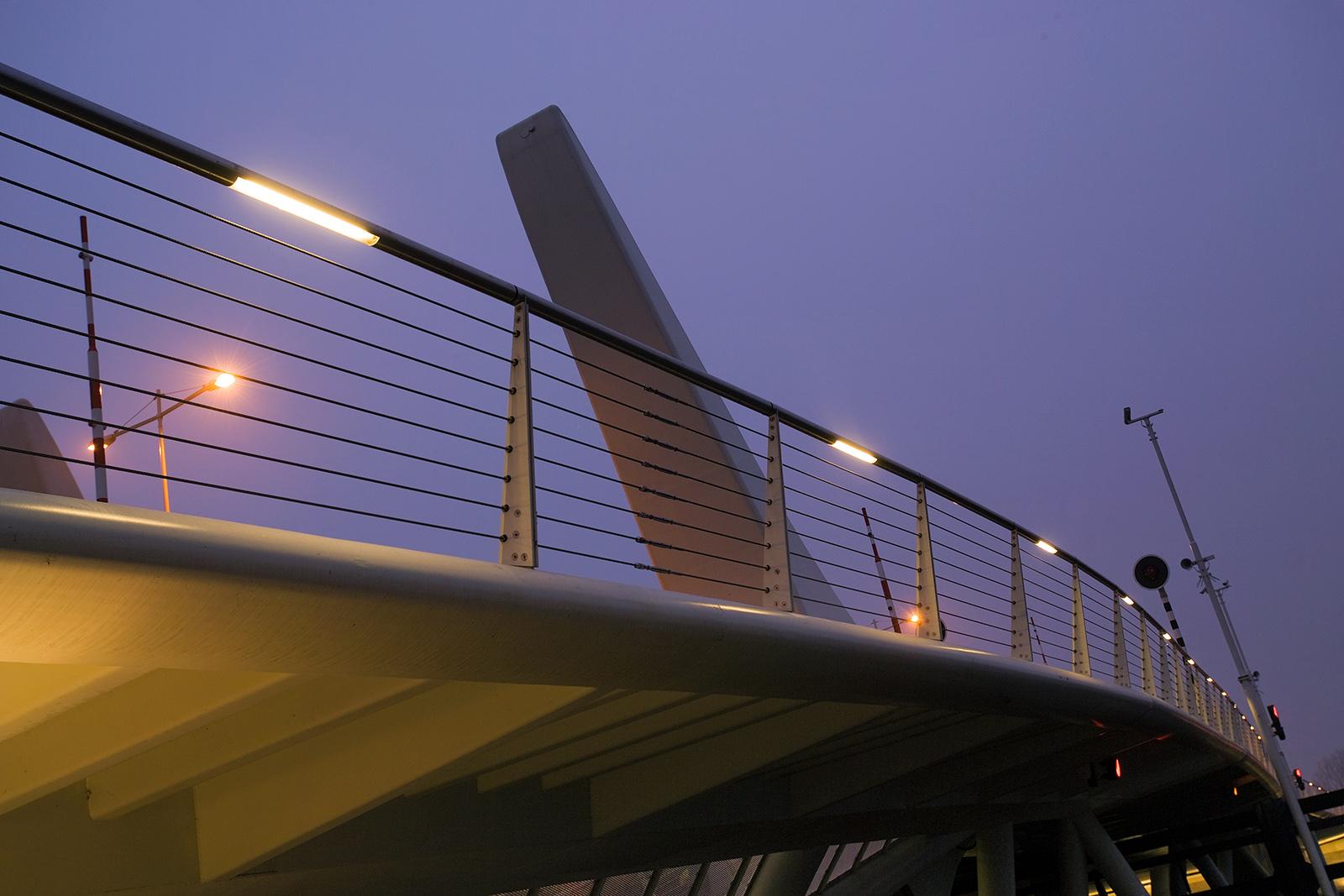 http://www.lighthousepro.nl/wordpress/wp-content/uploads/2012/10/Auralight1.jpg