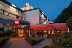 Ibis hotel Tilburg - avondopname